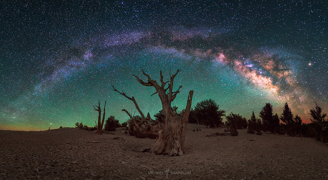 Milkyway in California by Michael Shainblum