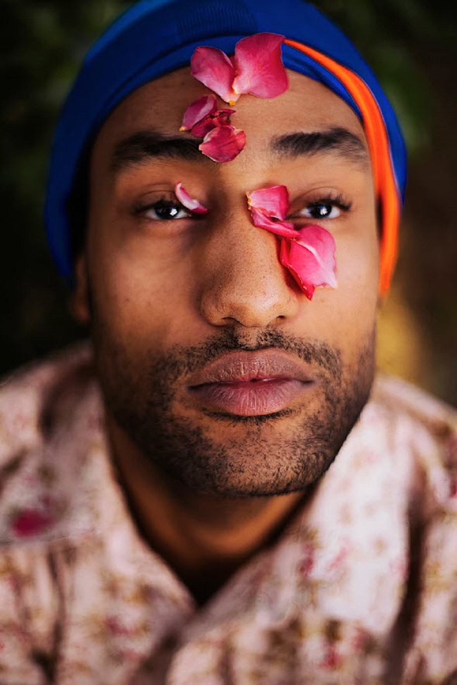 Man with flowers on his face by Wix photographer Fontenele