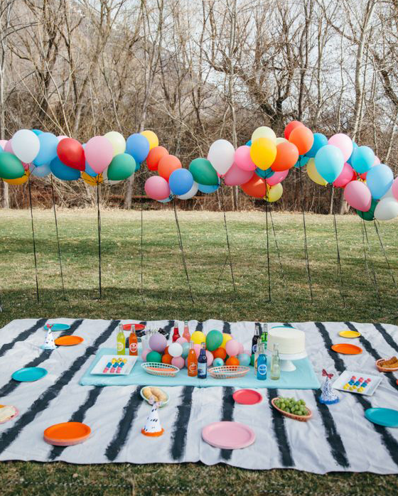 Balloon fence labor day picnic ideas