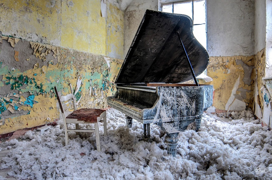 Piano in Abandoned Home - Wix Photography