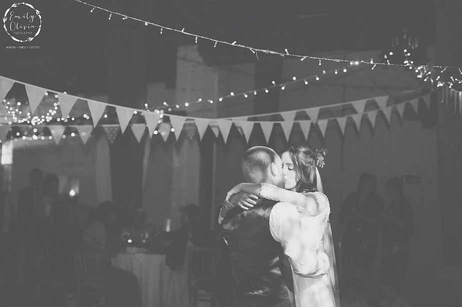 Wedding Couple Dance By Wix Photographer Emily Olivia