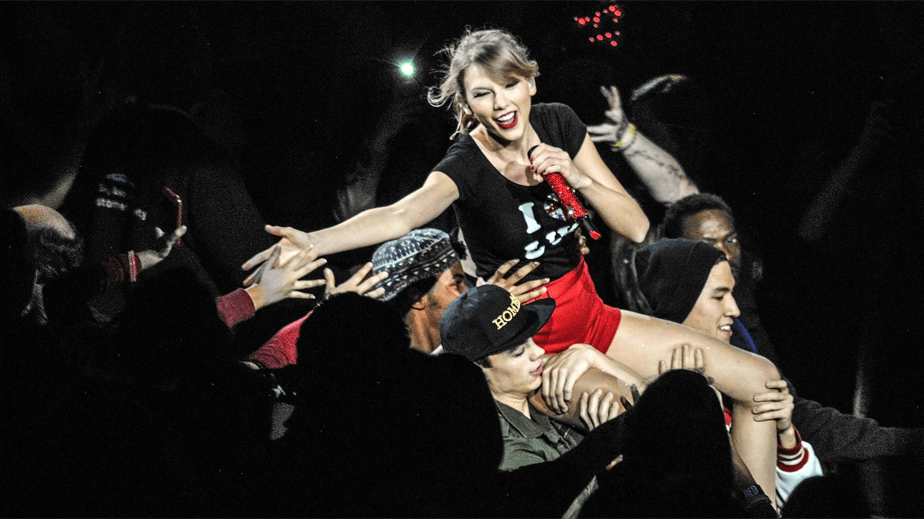 Taylor Swift in a concert