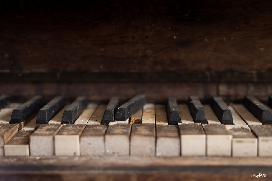 urban exploration (urbex) photo of the keyboard of an old piano by Wix photographer Emmanuel Tecles