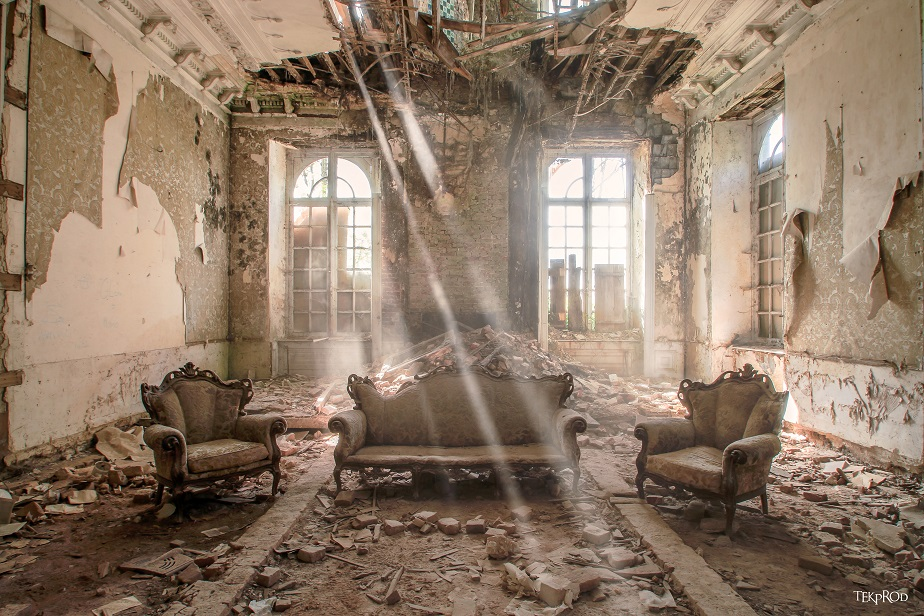 urban exploration (urbex) photo of an abandoned house by Wix photographer Emmanuel Tecles