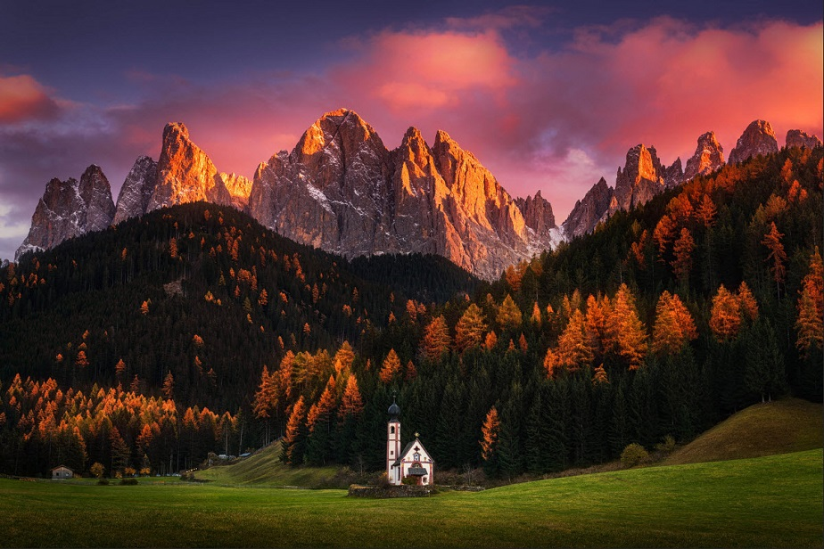 Church in front of the mountains by Wix landscape photographer Albert Dros