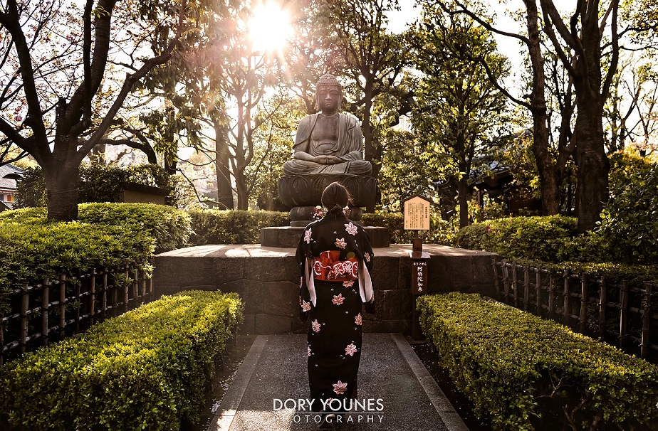 Beautiful Picture of Japanese Woman in Front of a Temple by Wix Photographer Dory Younes