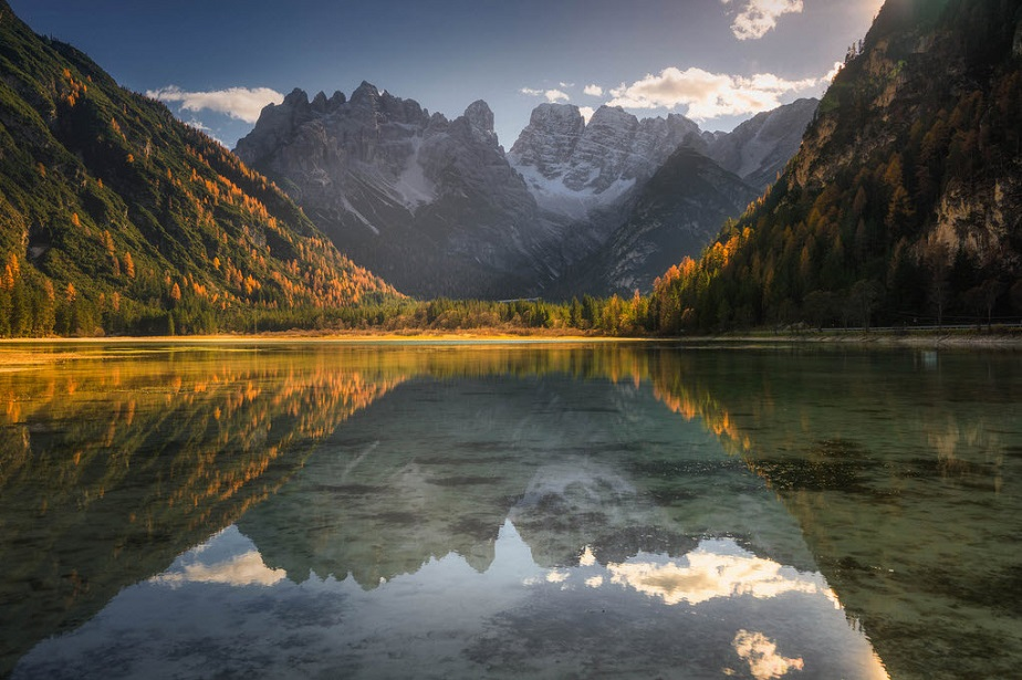 Superb picture of mountains reflecting in a lake by Wix landscape photographer Albert Dros